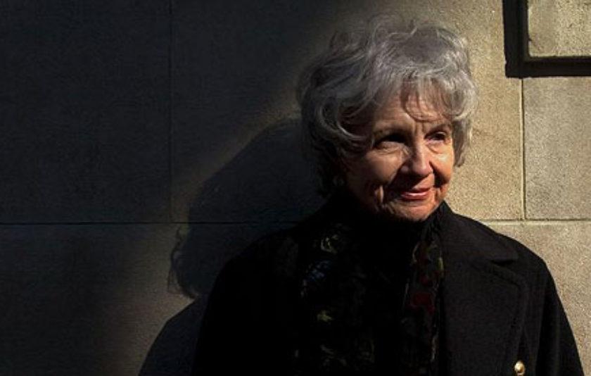 Alice Munro renuncia a recollir el premi Nobel a Estocolm