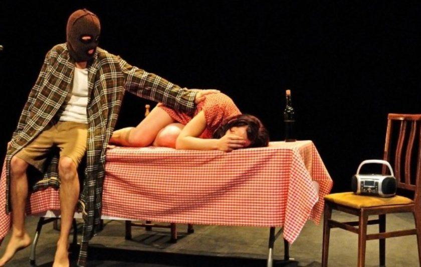 El teatre portàtil de la companyia Atresbandes arriba a la Beckett