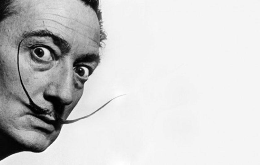 Per què els bigotis de Dalí marquen les 10 i 10?