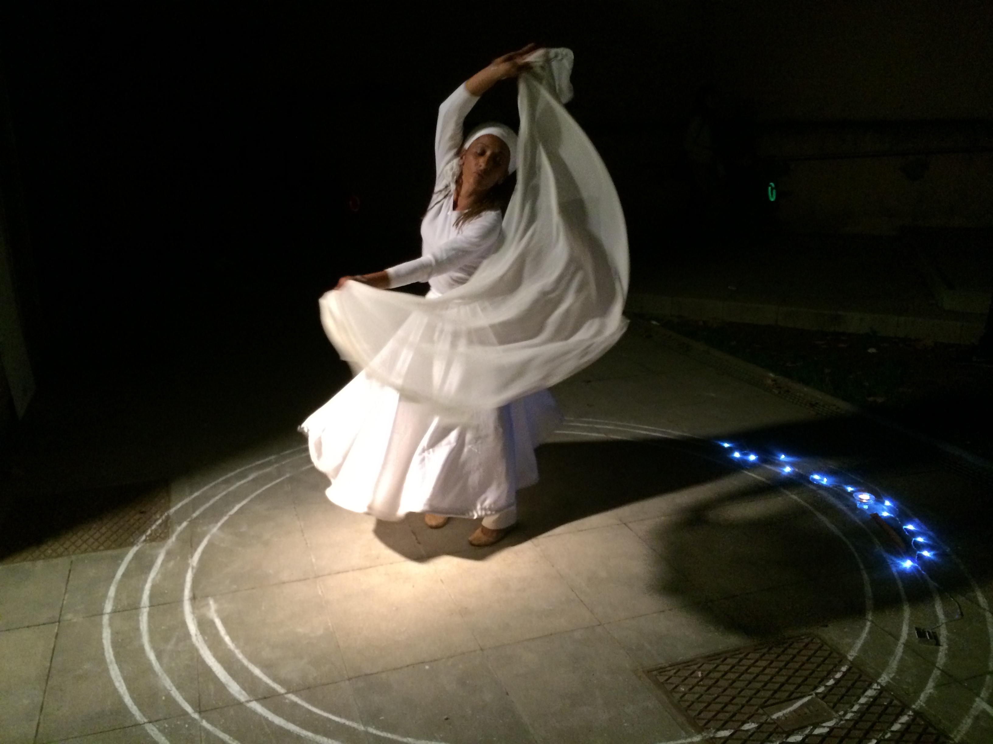 Una ballarina del col·lectiu d'artistes Ishtar