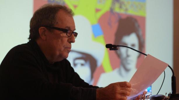 Miquel de Palol llegeix poemes de Vinyoli a la Facultat de Lletres de la UdG | Foto de Marc Planes