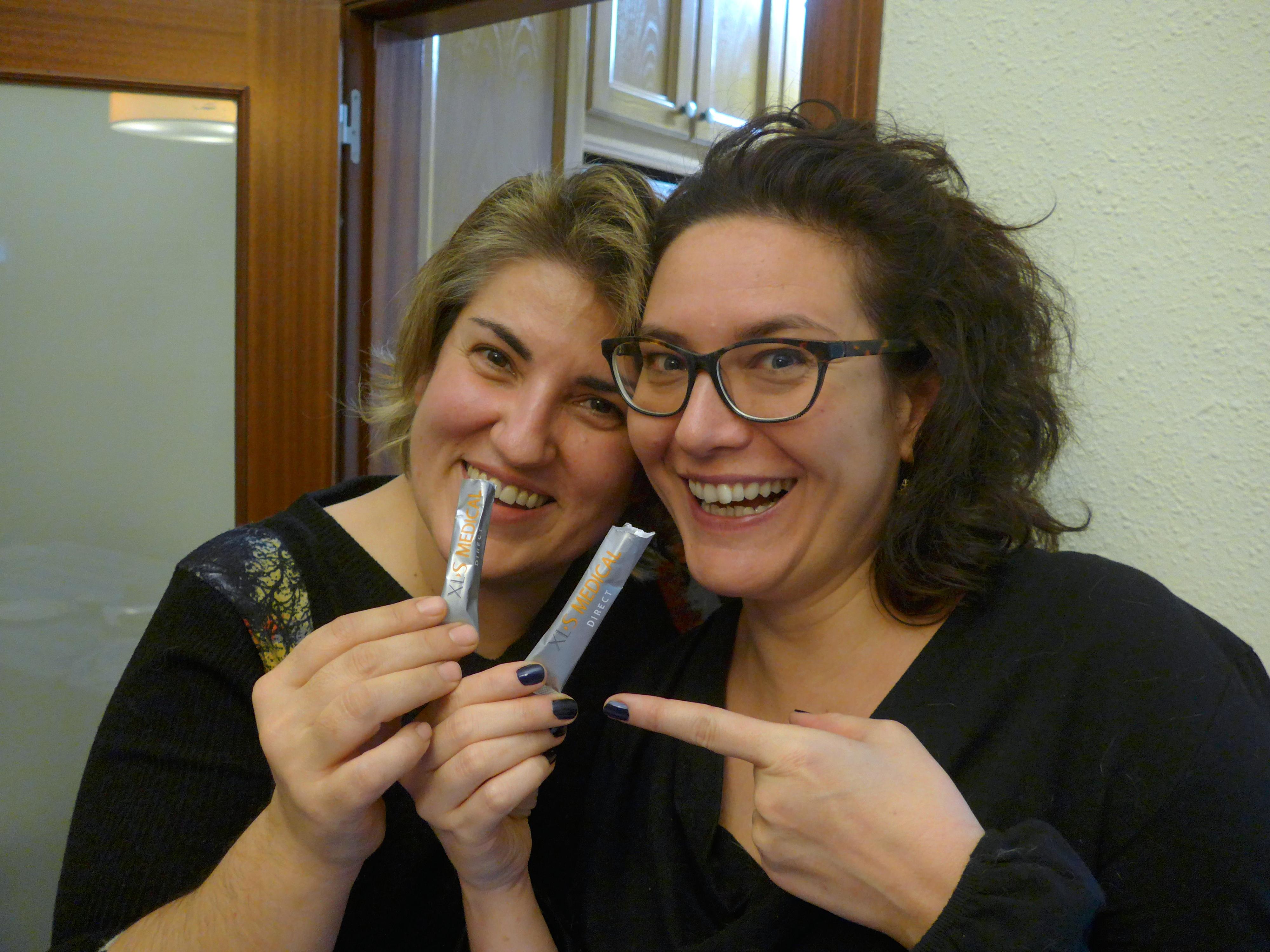 Marilia Samper i Montse Barderi prenent-se un sobre per cremar calories