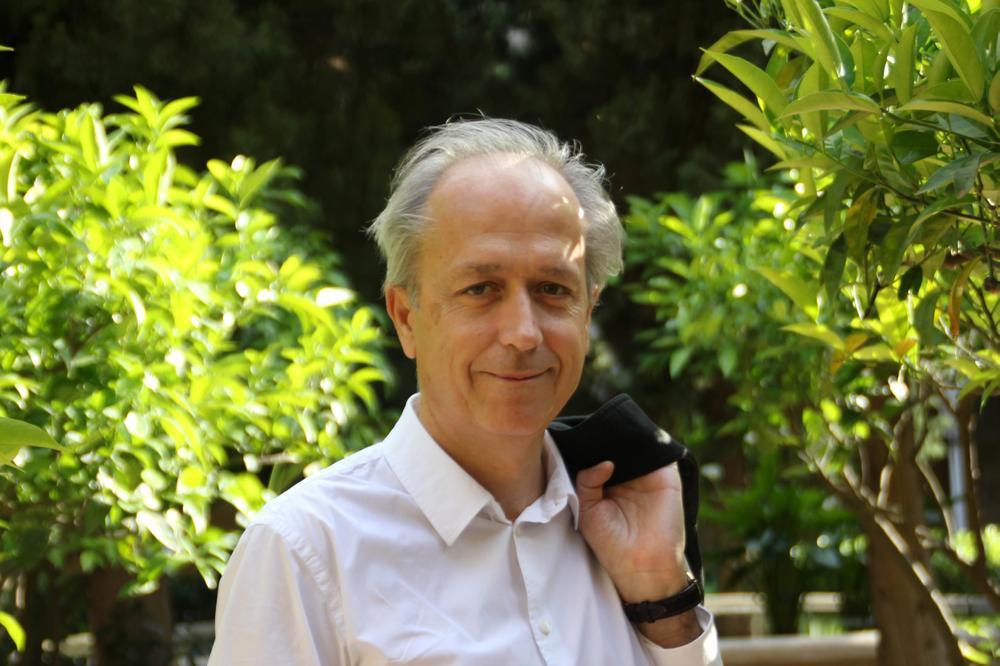 Amador Vega ha publicat Llibre d'hores a Beirut