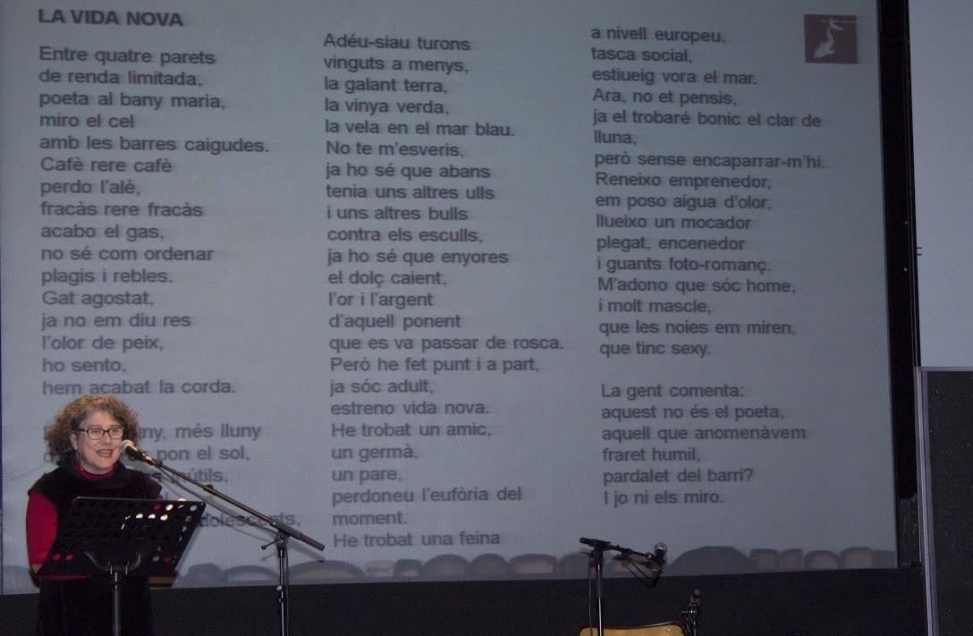 Cinta Massip recitant Joan Vergés | Foto: Bibi Oye.