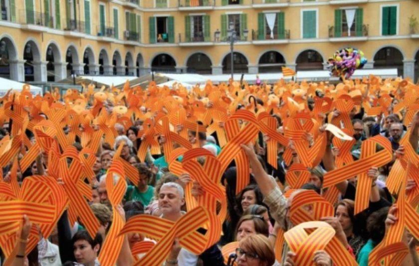 Una societat oberta i mobilitzada per defensar el català