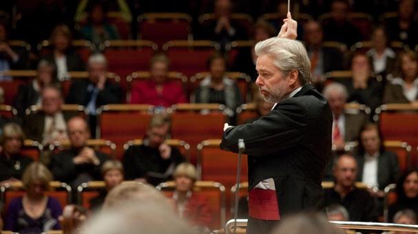 El director finlandès Jukka Pekka Saraste dirigeix la WDR de Colònia