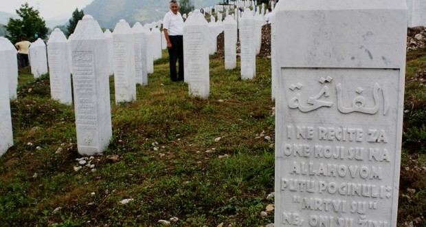 Cementiri de Potoćari, Serbrenica, un 11 de juliol. Font- Clàudia Rius, 2013