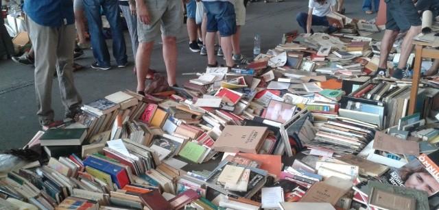 Biblioteca de Ràfols-Casamada escampada als Encants | Foto Joan Pinyol