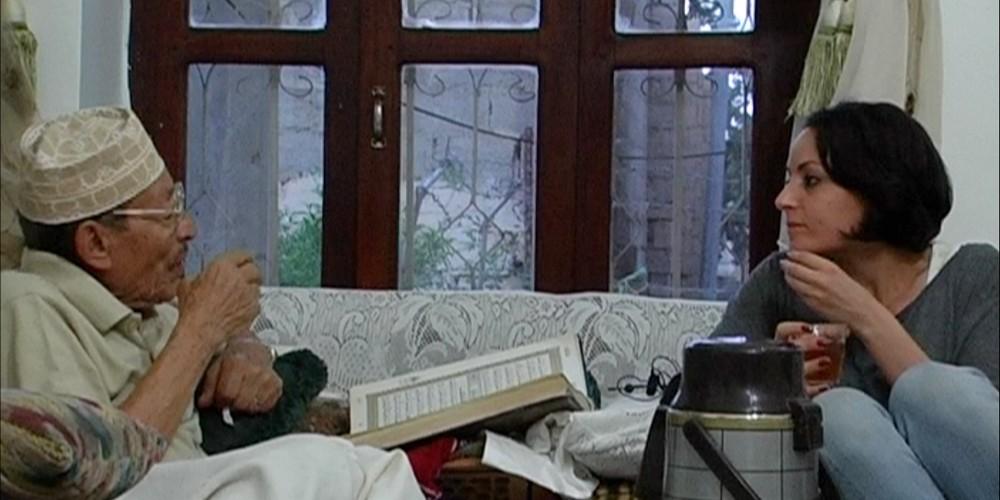Sara Ishaq conversa amb el seu avi a 'La Casa de la Morera'