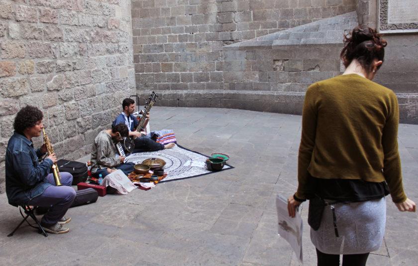 El sitar de Ciutat Vella, l'experiència de tocar música als carrers de Barcelona