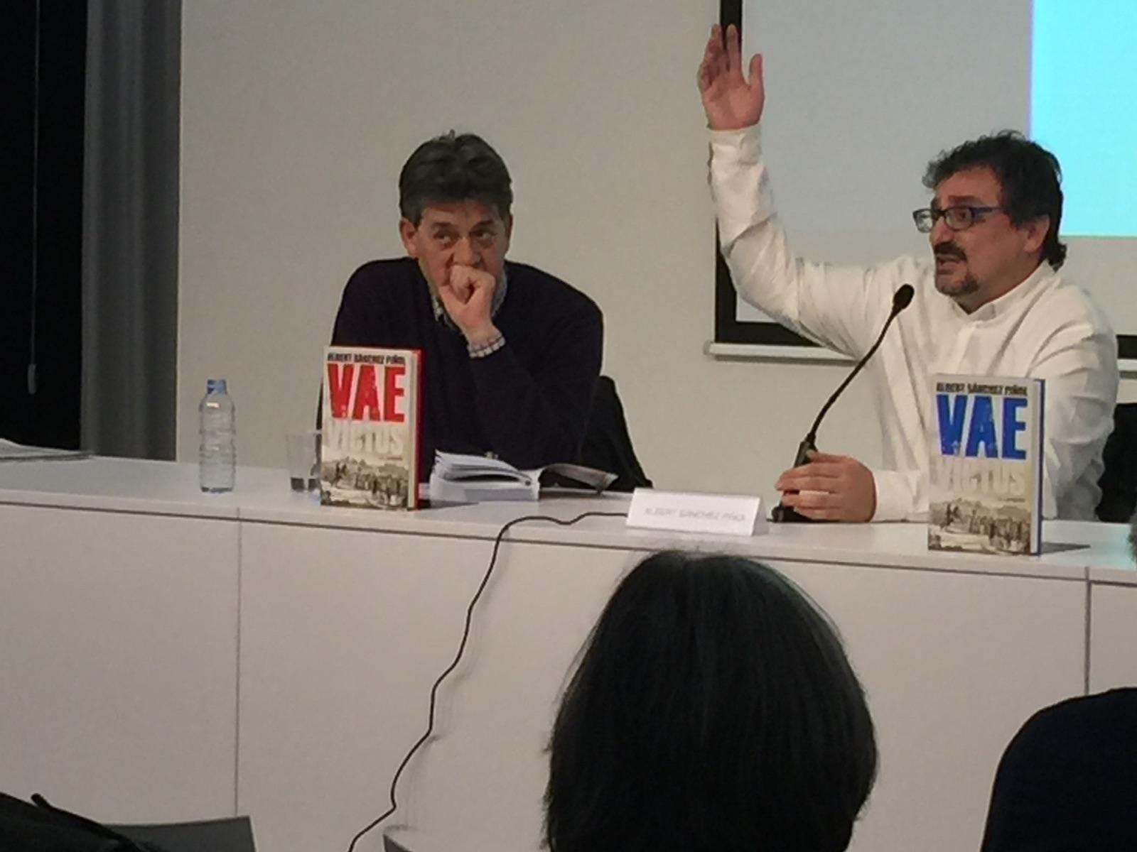 Guillem Terribas i Albert Sánchez Piñol a la biblioteca Carles Rahola