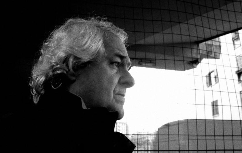 Milo De Angelis, un poeta circular