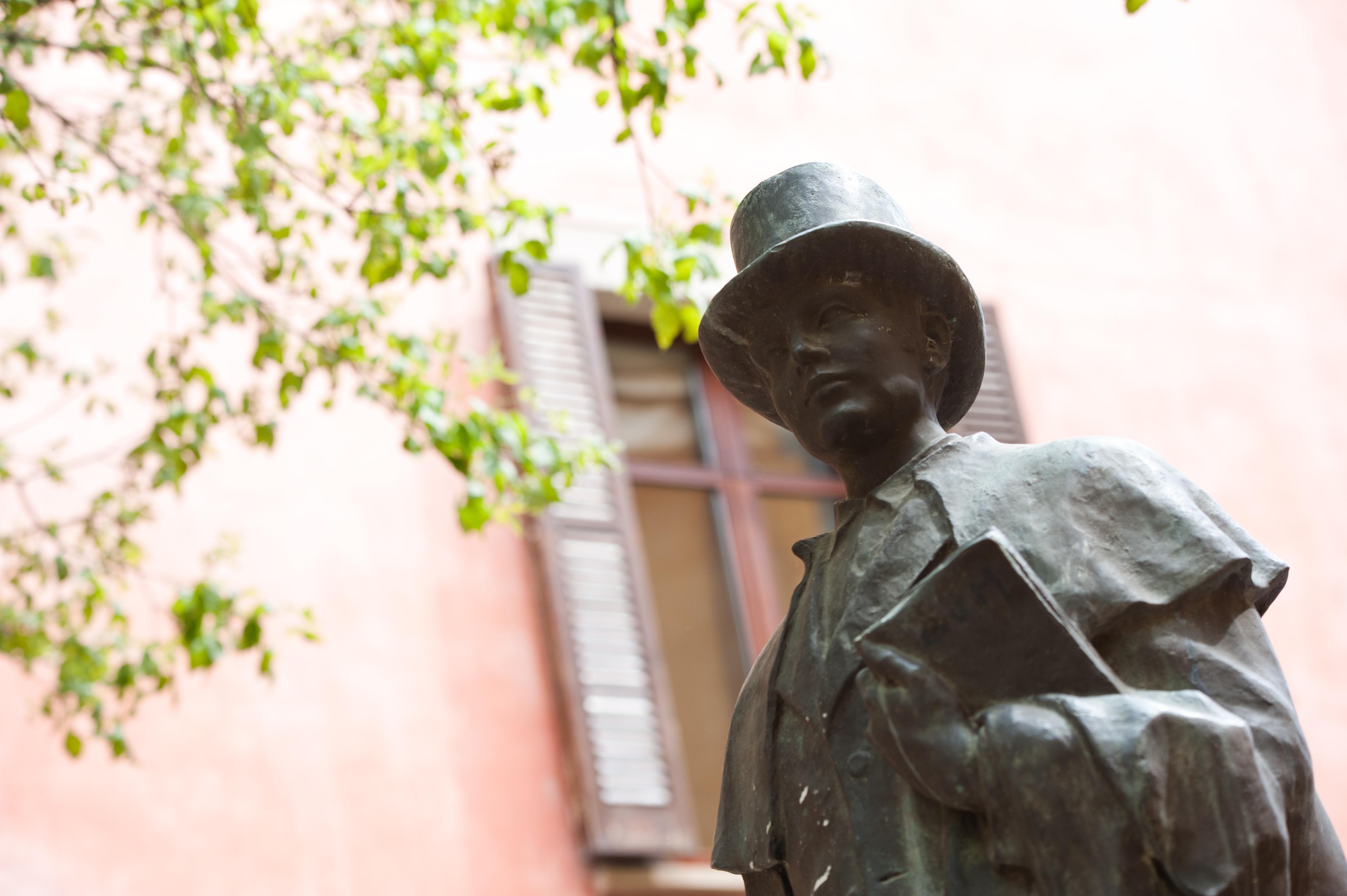 Escultura de l'Estudiant de Vic. Arxiu fotogràfic UVic-UCC