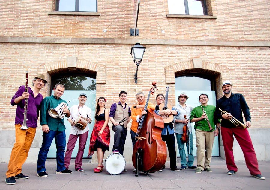 La Cobla Catalana dels Sons Essencials, amb Marcel Casellas   Foto: CCSE