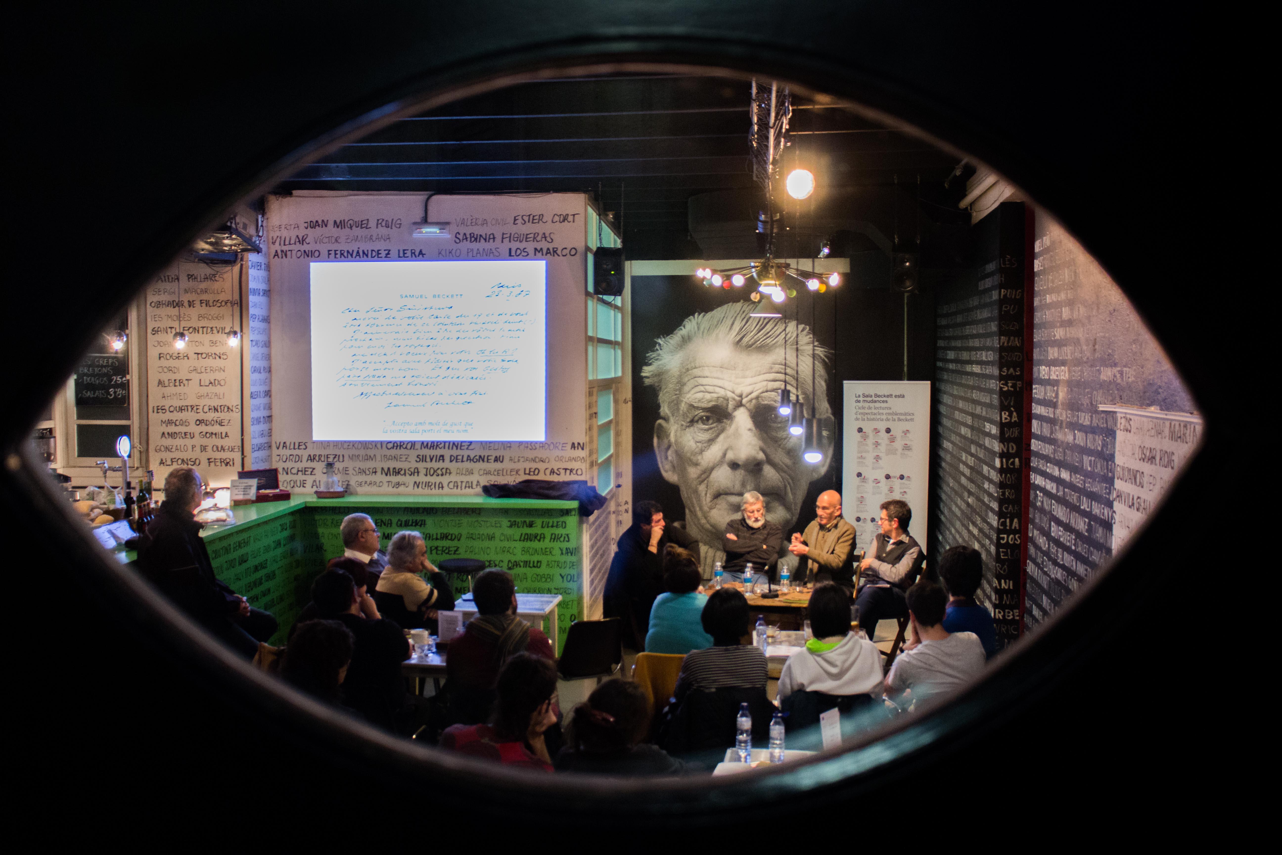 Samuel Beckett observa Quim Roy, Luis Miguel Climent, José Sanchis Sinisterra i Toni Casares