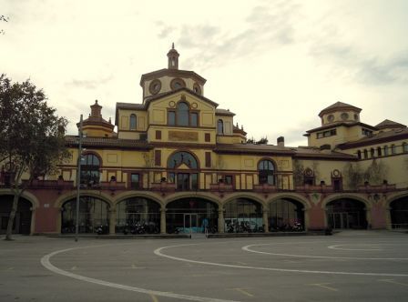 La Plaça Margarida Xirgu, amb el Teatre Lliure al fons