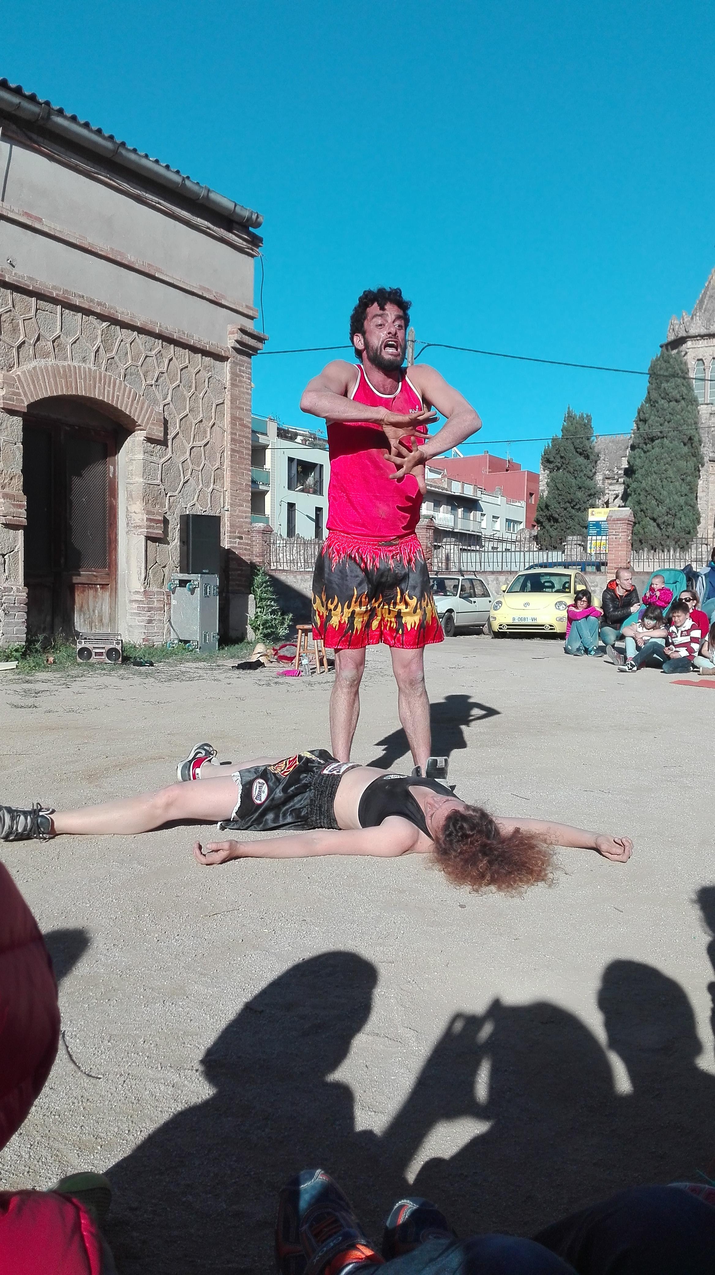 Miguel Fiol i Sarah Anglada a Amortal Combat, de Los Moñekos.