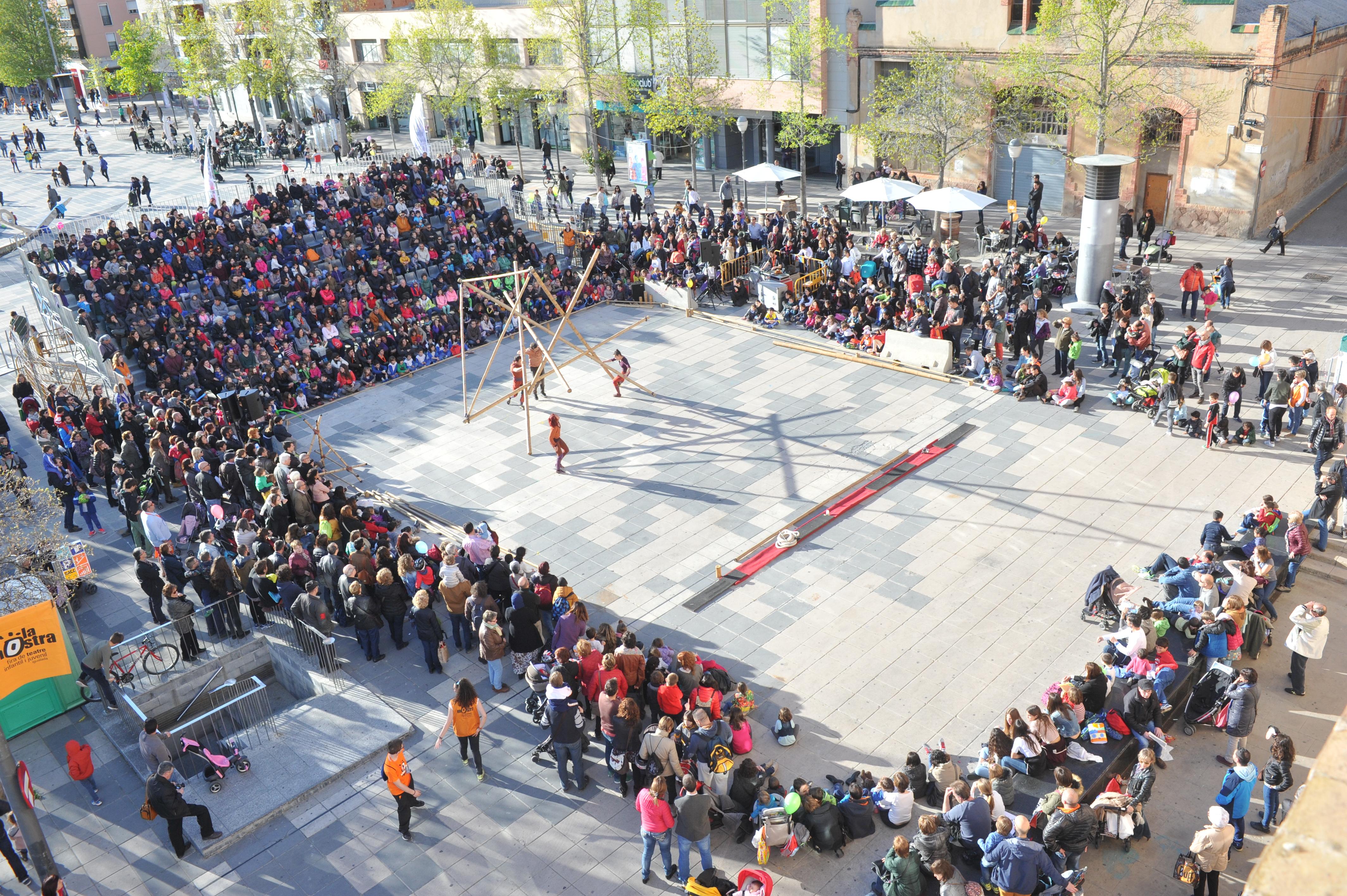 Vincles de Circ Bover a la plaça de Cal Font   Font: La Mostra d'Igualada