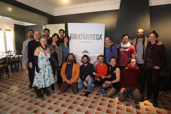 Alguns dels artistes que participaran a la Fira, acompanyats de Jordi Duran, ahir en la roda de premsa de presentació del programa de Suport a la Creació 2016   Foto: Martí E. Berenguer