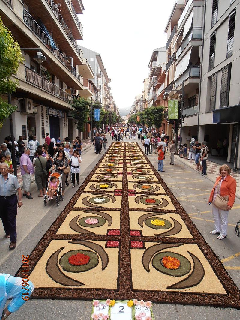 Les catifes de flors decoren molts carrers de diversos pobles i ciutats