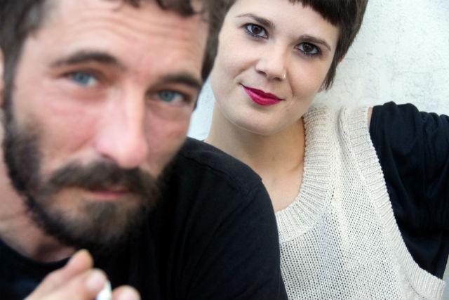 Borja Penalba i Mireia Vives interpretaran els poemes de Roc Casagran a Fira Litterarum