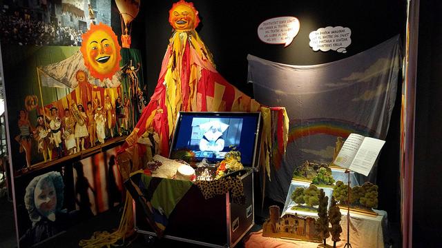 Bagul dedicat a 'Sol solet', espectacle de Comediants estrenat el 1978
