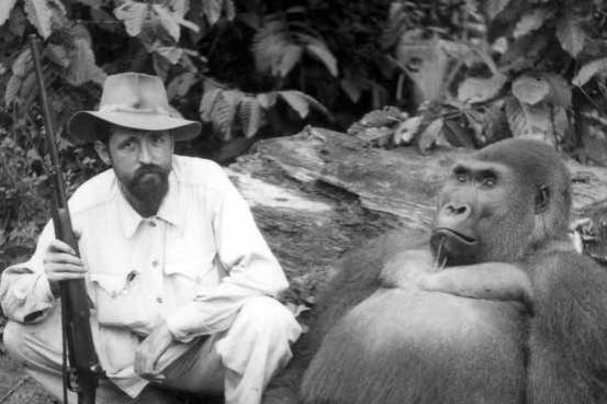 Fotografies de caça i adquisició de primats. Guinea Equatorial. Fons Sabater Pi, UB