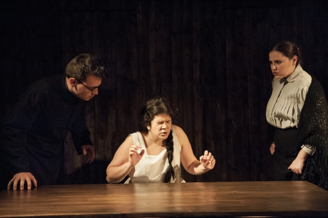 Aitor Galisteo-Rocher, Esther López i Júlia Truyol a 'El profeta'. © Alba Lajarín