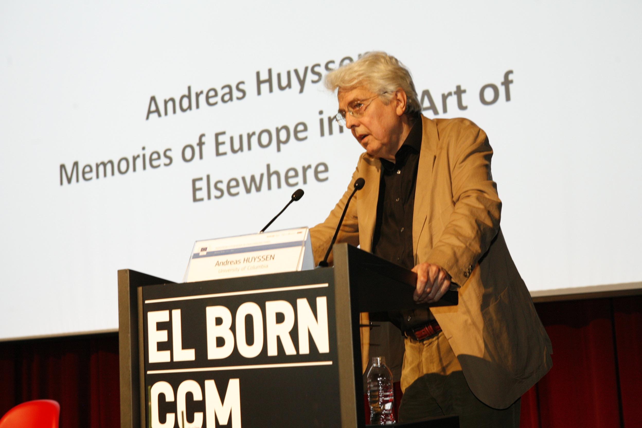 Andreas Huyssen durant la seva intervenció al Born CCM | Foto: Teresa Estrada