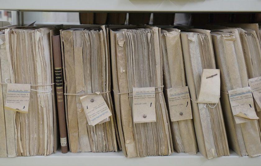Dones als arxius: una presència invisible