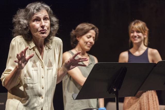 Marta Angelat, Míriam Iscla i Alba Pujol a 'Llengua materna Mameloschn'. © Nani Pujol