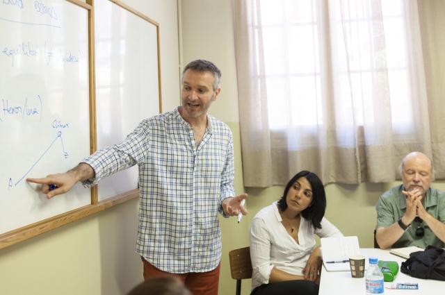 Pere Riera en un moment de la seva classe. © Nani Pujol