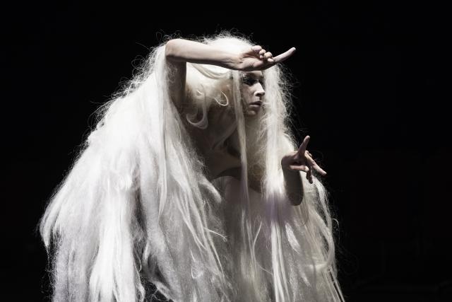 Un dels personatges de 'Daurrodó', espectacle de Joan Baixas a partir del món de Cildo Meireles