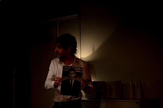 Xavi Gardés en un moment de 'L'última nit del món'. Fotografia de Roser Blanch