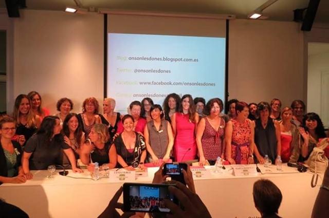La majoria de les impulsores d'#Onsónlesdones, després de l'acte | Foto: Berta Florés