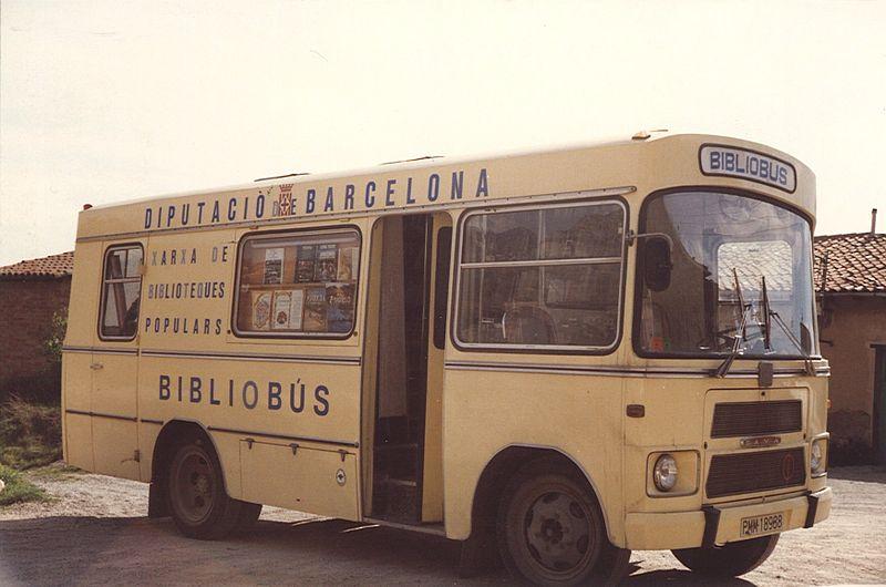 El Bibliobús de Berga de la Diputació de Barcelona, 1973   Foto: Viquipèdia