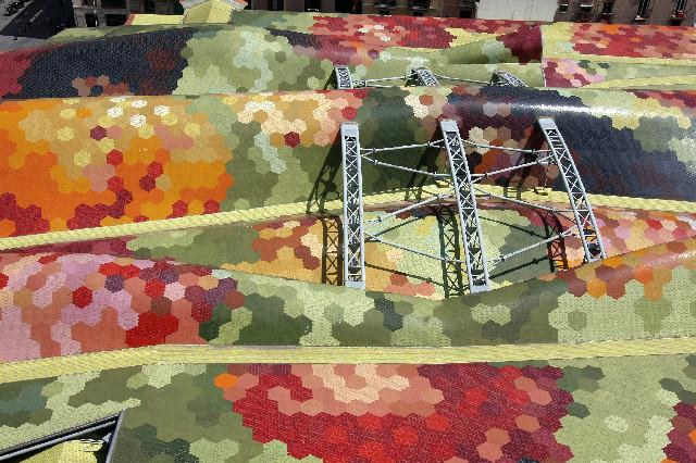 Coberta ceràmica de l'antic Mercat de Santa Caterina de Barcelona Ceràmica Cumella, 2004. Ceràmica Cumella, Granollers, Barcelona. Foto: Vicente Zambrano