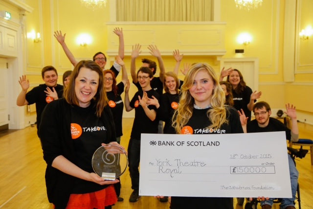 Els membres de la junta del Takeover de York, feliços després de rebre un premi