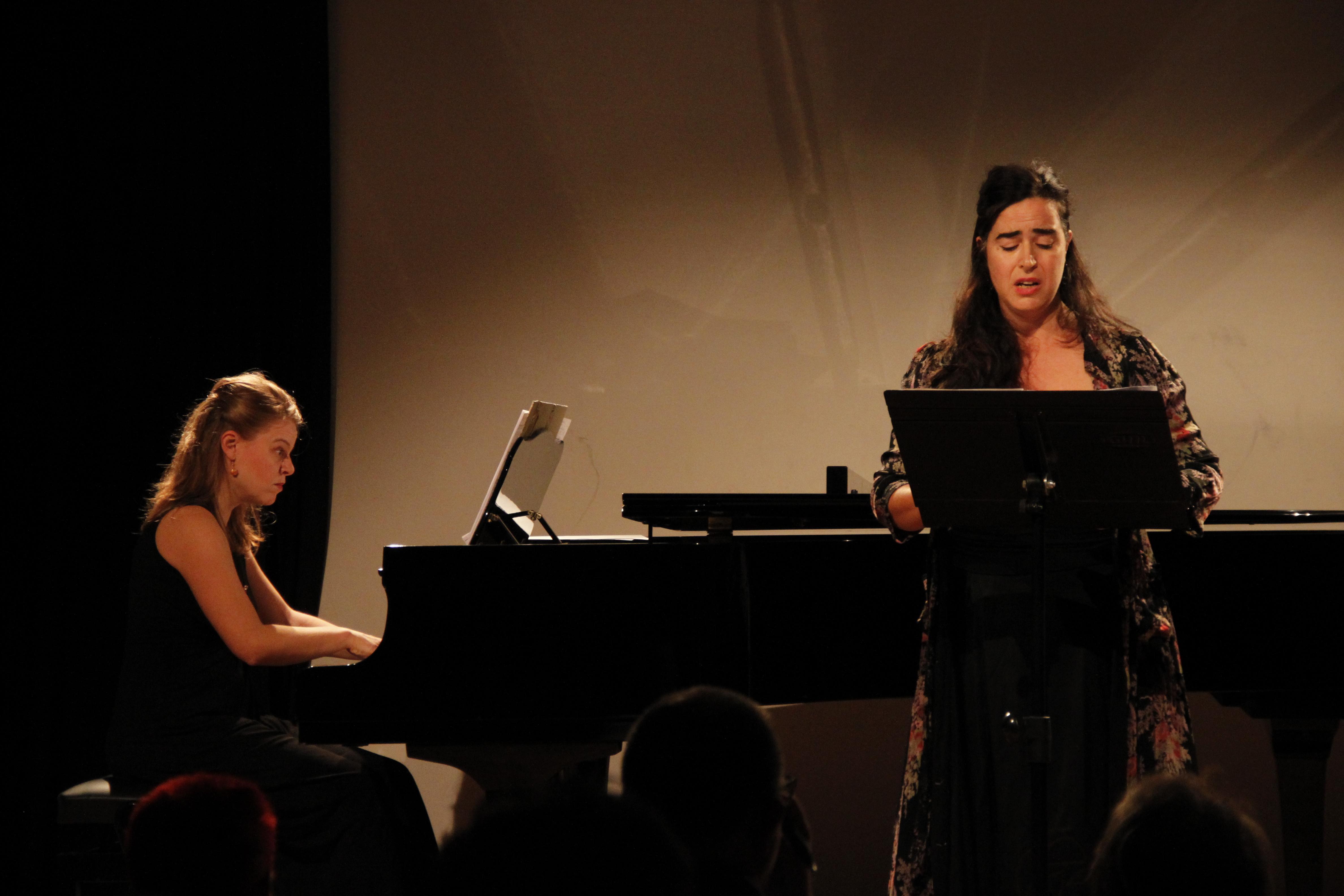 Raquel Portales i Montserrat Bertral a la Casa Elizalde