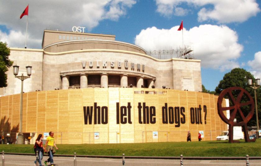Un col·lectiu d'artistes i activistes ocupen un teatre a Berlín