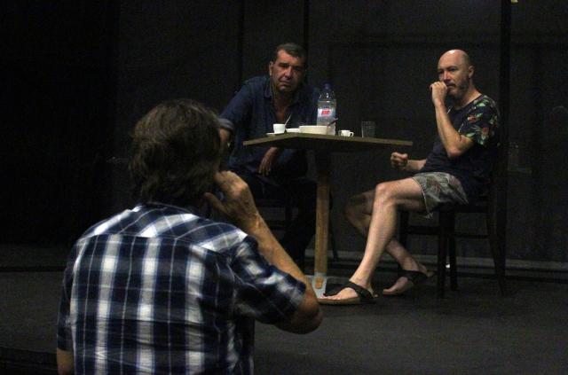 Ramon Madaula dirigint Xavier Bertran i Jordi Coromina | Foto: Comèdia