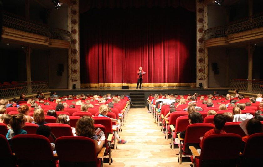 Anem al teatre: aprenents d'espectador