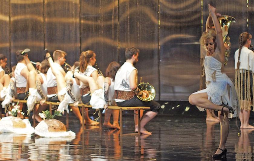 Sol Picó fa ballar la cultura popular valenciana