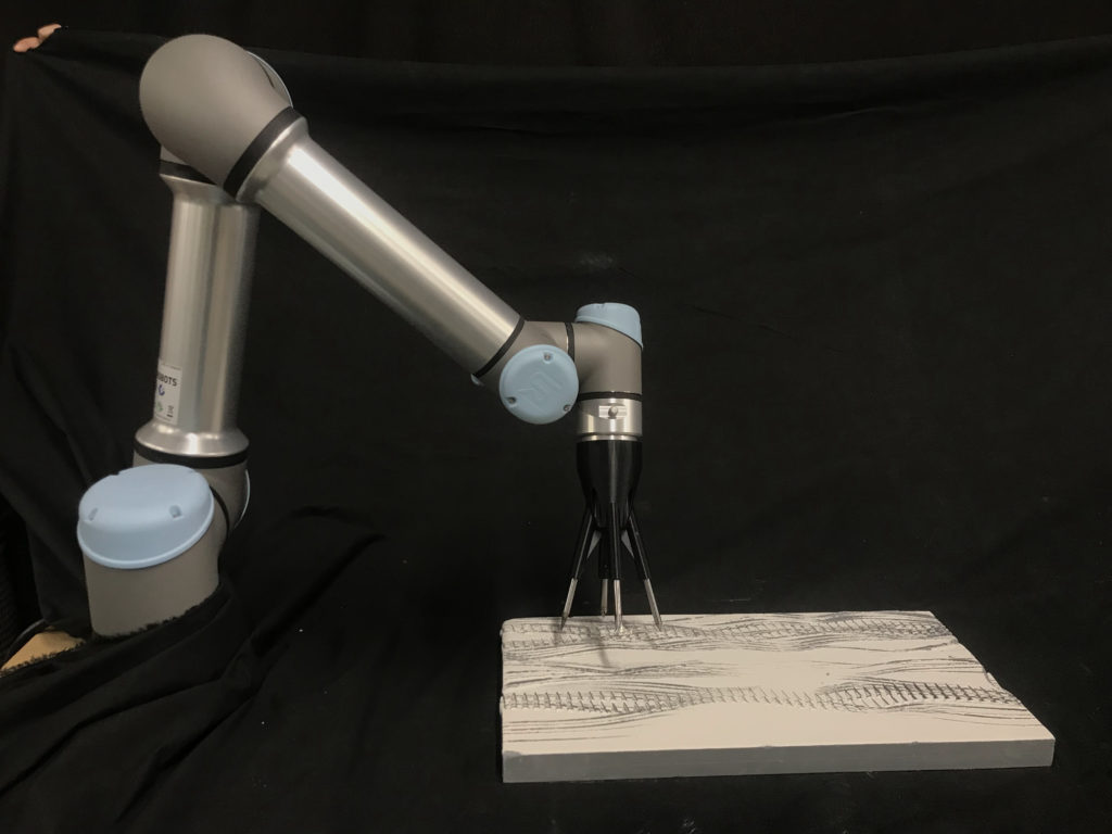 Simulació del Robot Orquestra mentre grava una peça de ceràmica