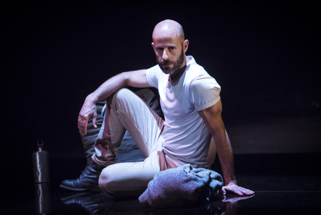 Eduard Farelo en una escena de l'espectacle 'Una Ilíada'. © David Ruano